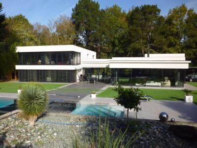 Maison d'architecte dans un écrin de verdure