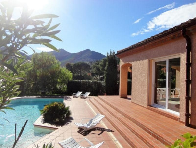 Beautiful 4-sided VILLA with garden, heated swimming ...