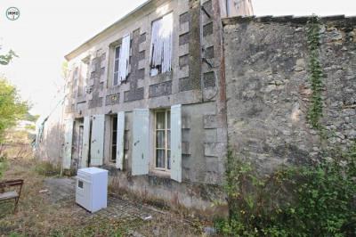 Maison à rénover avec 2750m²