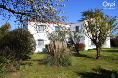 Maison Saint Agnant 10 pièce (s) 236 m²