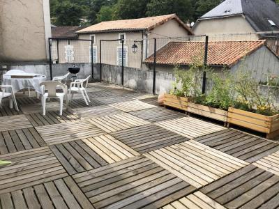 Immeuble de bourg liguge - 2 pièce (s) - 303.3 m²