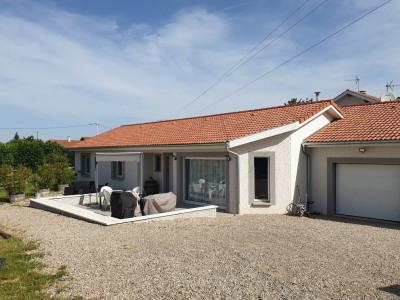 Eyzin-pinet, villa T6 de plain-pied de 110 m²