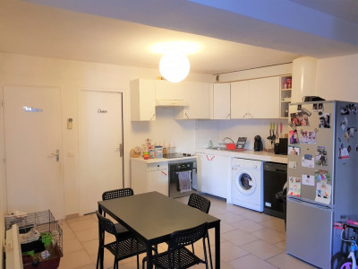 Lambesc à louer appartement T3 de 85 m² en centre village