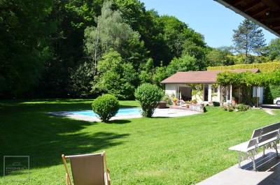 Maison SAINT CYR AU MONT D'OR 6 Pièces 215 m²