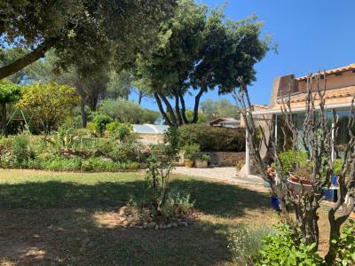 Villa avec piscine sur 1300 m² de terrain à Vauvert