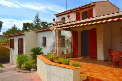 Maison d'environ 150 m² sur terrain de 900 m² avec piscine