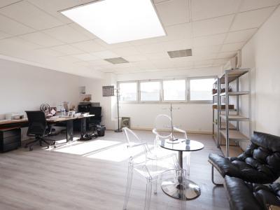 Bureaux de 60 m² lumineux et en bon état