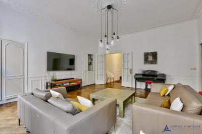 Appartement bourgeois Paris 10 - 5 pièce (s) - 104.8 m²