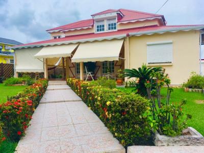 Saint FRANÇOIS Villa 5 chambres, piscine