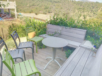 T2 apartment with beautiful terrace and parking