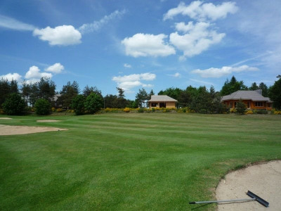 Au bord du golf du chambon-lignon