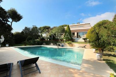 Villa Contemporaine, piscine et jardin