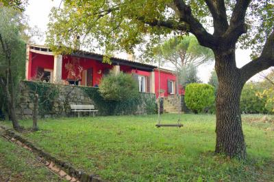 Villa proximité a pieds du village