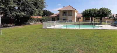 Maison Buros 6 pièce (s) 160 m²