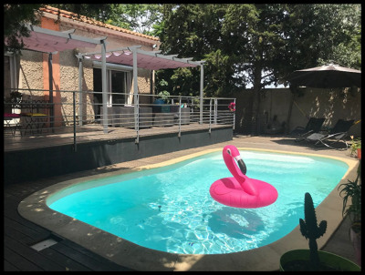 30900 nimes - villa moderne avec dépendances et piscine