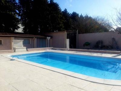 Rochefort du Gard - Maison de plain pied avec piscine et dépenda