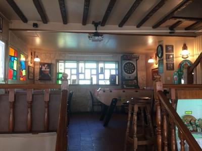 Hôtel bar restaurant, salle de billard