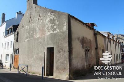 Bâtiment a restaurer le palais - 3 pièce (s) - 107 m²