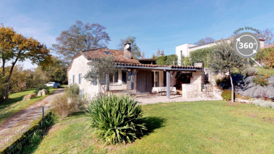 Stone village house with 2 bedrooms, garden and garage - 85 m²