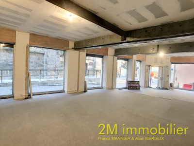 Local commercial libre de 115 m² centre ville