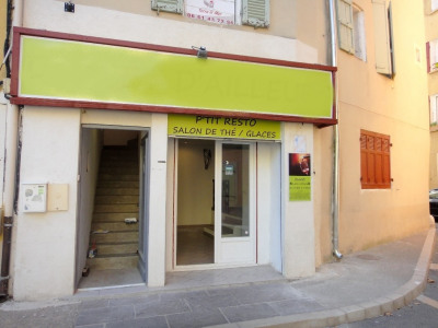 Immeuble rénové avec local et appartement