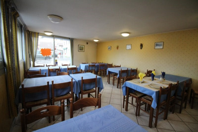Restaurant de 115m² ET 62m² de cours sécurisée