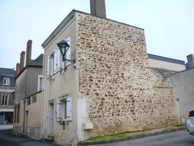 Maison de bourg habitable (58m²) à réhabiliter