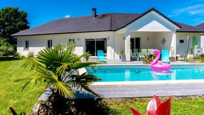 Maison Serres Castet 5 pièce (s) 136 m²