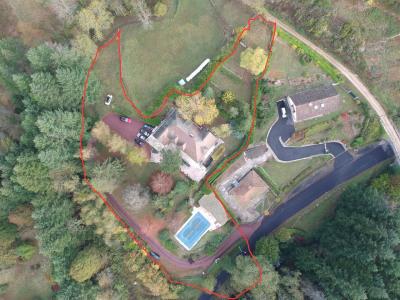 Propriété familiale située dans un parc arboré avec piscine
