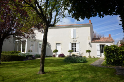 Maison Saint Rogatien 8 pièce (s) 225 m²