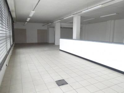 Zone de foncouverte -Locaux commerciaux d'env. 220m² avec par