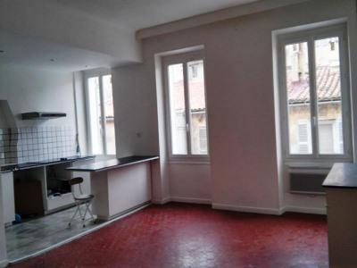 A louer appartement de 3 pièces Marseille 4ème: Situé rue des Trois frères Carasso entre les métros Longc ...