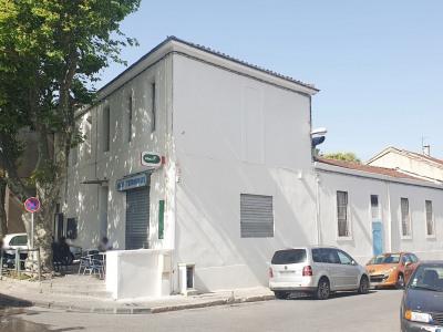 Immeuble composé de 2 logements et d'un local