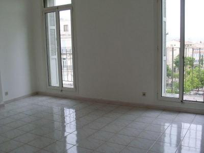 A LOUER MARSEILLE 6ème, Cours Julien / ND du Mont, appartement type 3 de 72 m² situé au 5ème avec ascense ...
