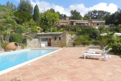 Aiguebelle Le lavandou property for sale with beautiful gard