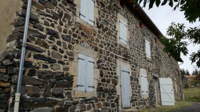 Ferme rénovée + dépendances 200m² sur Saint Martin de Fugere