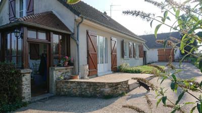 Pavillon 4 chambres garage et terrain de 3600 m² environ