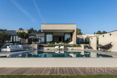 La Tour-de-Salvagny - 350 sqm contemporary house - 3500 sqm plot
