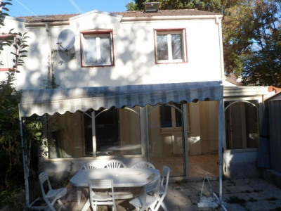 Pavillon 6 pièces de 110m² sur 192m² de terrain  Maison en très bon état idéal famille..  R de CH: une  ...