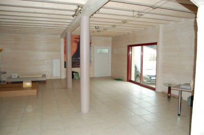 A vendre la rochelle tasdon local commercial de 180m²
