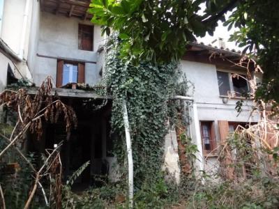 Maison de village à rénover 130 m² avec jardin + grands combles