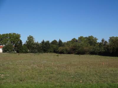 Terrain viabilisé de 442 m² proche centre village