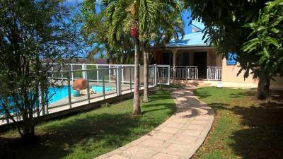Villa 5 pièces avec piscine et beau jardin