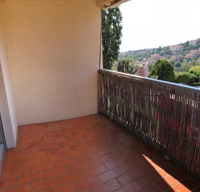 Deux pièces de 32m², terrasse