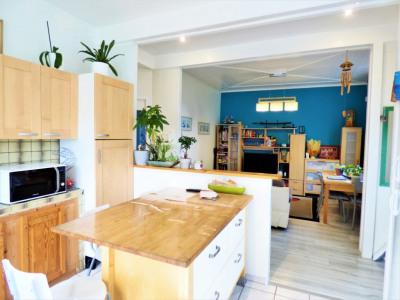 Chaleureuse maison située dans le centre ville de bassens