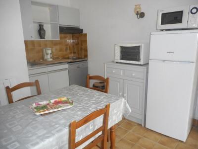 Appartement 2 pièces, terrasse, jardinet, parking, 150m plage
