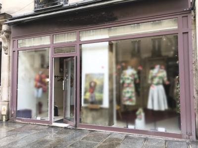 Belle boutique rue St Placide 6ème