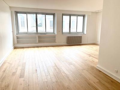5 pièces 112,77 m² vide