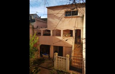 Maison de ville 148 m² 5 chambres avec cour intérieure et garage.