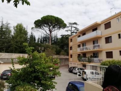 Aix en Provence - T3 à rénover situé cours Gambettta
